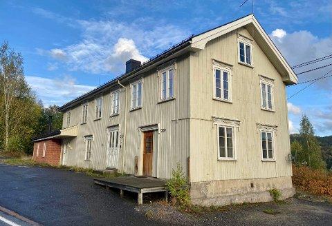 TIL SALGS: Gjerstad kommune skal selge «Kroa» i Gjerstad.