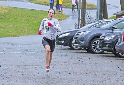 GOD FORM: Sara Rebekka Færø Linde gjorde eit sterkt løp under litt tunge forhold.Alle foto: Stanley Hauge