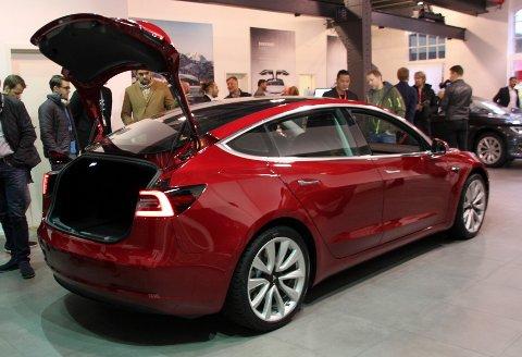 Tesla Model 3 selde over 15.000 eksemplar i 2019.
