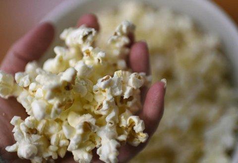 Popcorn er en økende årsak til tannskader i Storbritannia, skriver The Telegraph. Foto: Loic Venance (AFP)