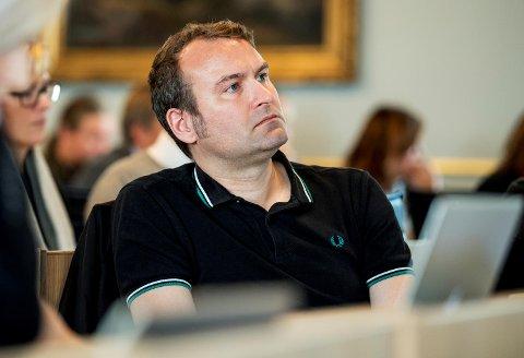 Bystyrerepresentant Mikkel Grüner (SV) reagerer på innstramminger som gjøres i bofellesskap for psykisk utviklingshemmede.
