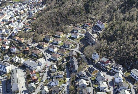 Det er dette området i Vågedalen Obos er i ferd med å selge. Byrådet ønsker å snappe det fra Midgard Gruppen for å unngå at boligene blir utleieboliger. Foto: StorBergen