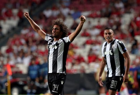 PAOK's Amr Warda, left, celebrates scoring his side's first goal during the Champions League playoffs, first leg, soccer match between Benfica and PAOK at the Luz stadium in Lisbon, Tuesday, Aug. 21, 2018. (AP Photo/Armando Franca)