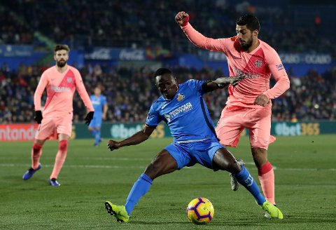 FC Barcelona's Luis Suarez, right, duels for the ball with Getafe's Djene during during a Spanish La Liga soccer match between Getafe and FC Barcelona at the Alfonso Perez stadium in Getafe, Spain, Sunday, Jan. 6, 2019. (AP Photo/Manu Fernandez)
