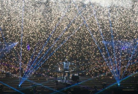 I november gjorde Alan Walker sin aller største konsert i Norge noensinne, da «Aviation»-turneen svingte innom Oslo Spektrum. – Wow så kult å ha gjort det!, sier EDM-artisten i dette intervjuet med.