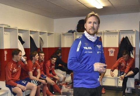 Oppgitt: Fana startet sesongen med 7-1-seier over Fjøra, men trener Ørjan Håland er likevel ikke kjempefornøyd                                       med alt som skjer i fotballverden. Han er spesielt kritisk til kulturen som har utviklet seg i lokalfotballen. – Vi må søke kompetanse i stedet for nye spillere, er hans budskap.Foto: Sindre Wiik