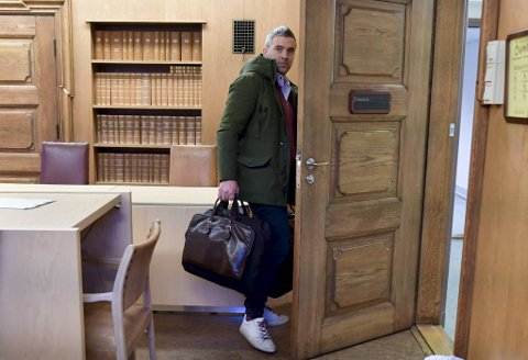 Eirik Hokstad måtte mandag møte i Bergen tingrett grunnet sin høye gjeldsbyrde.