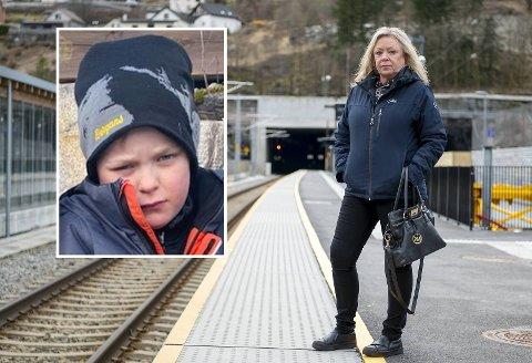 Eva Nottveit og barnebarnet Nataniel fikk en traumatisk opplevelse da de ble adskilt på Arna stasjon.