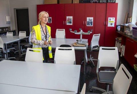 Kari Solberg Eng ved Ny-Krohnborg skole er en av rektorene som har hatt det travelt i forbindelse med skolestart. Over 150 av skolens 400 elever er i karantene.