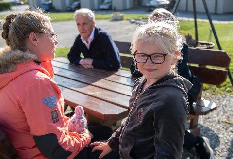Milla-Sofie (4) har sterkt nedsatt syn og trenger støtte til gode briller. Den får hun ikke lenger.