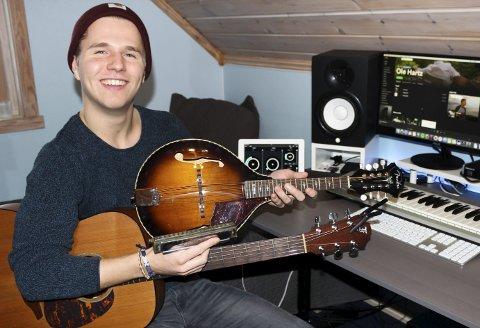 INVESTERT I UTSTYR: Ole Fredrik Hartz Gravbråten i studioet hvor låtene triller ut. Arkivfoto