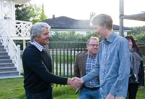 RØDGRØNT: Knut Kvale og resten av Senterpartiet i Øvre Eiker kommer til å samarbeide med Ap og Niclas Tokerud samt SV og MDG de neste fire årene. I midten Lasse Haugen og bak skimtes Bente M. Skårdal Kleiven.