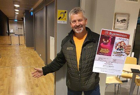 ØNSKER VELKOMMEN: Ola Fredriksen har ansvaret for bygdekinoen på Skotselv grendehus. Nå kan han ønske velkommen til førpremiere på Børning 3.