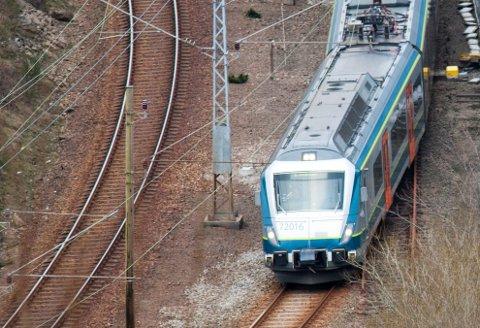 Bildet er tatt fra Åsane (Eieåsen),  Jernbanen, Jærbanen, Egersund stasjon, Eigersund, tog,