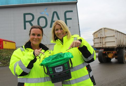 Kommunikasjonssjef Line Lønseth Malmo (t.v.) og administrerende direktør Synnøve Bjørke i ROAF har tidligere kommet med et hovedbudskap til husholdningene; nemlig å huske å kaste matavfallet i grønn pose.