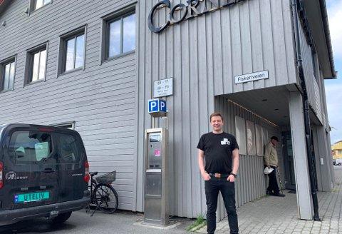 PÅ HJØRNET: Odd-Arne Nilsen synes ikke sommeren har vært så ille så langt.