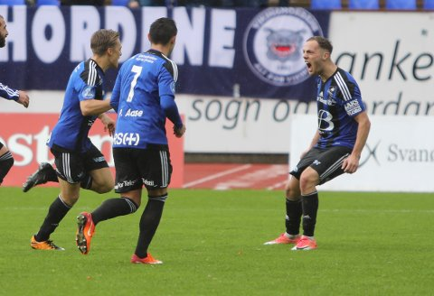 VILLE TILBAKE: - Det var Frode (Nybø), Harald (Gjervik), lagkameratane og heile byen som gjorde at eg ville tilbake, seier Lorent Callaku som har signert ei 2 års-kontrakt med Florø Fotball.