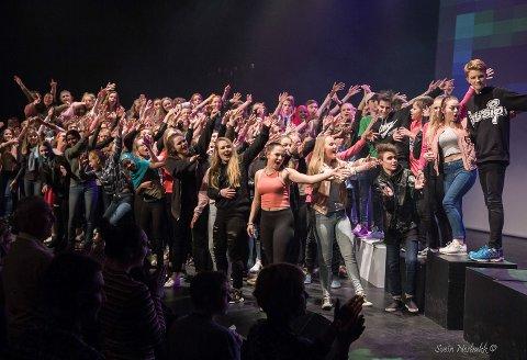 Kultur- og ungdomsskuleelevar held konsert torsdag 25. april, på 10-årsdagen for opninga. Men feiringa startar allereie onsdag kveld med ei verdspremiere på kino.
