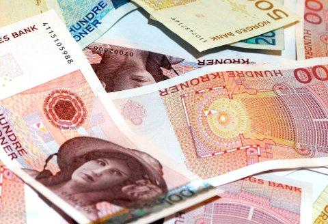 En sjeldenhet: Kontante penger, det finnes ikke lenger i banken, fastslår Svein-Dag Eggesbø. Han er redd innskuddet vil være tapt dersom banken går konkurs.