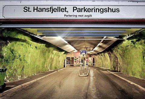 Ny betalingsløsning: Bommene i parkeringshuset i St.Hansfjellet ble fjernet natten 22. januar i år, og erstattet med et nytt digitalt kamerastyrt betalingssytem satt i drift.