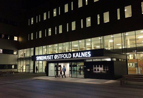 HER ER DET STOPP: Søsken og annen familie enn foreldre får ikke komme inn på fødeavdelingen på Sykehuset Østfold Kalnes.