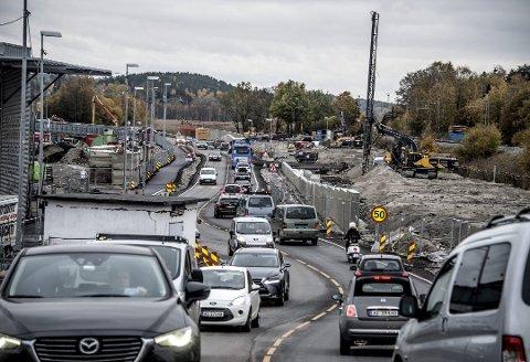 Boliger ved riksvei 110 støyskjermes: Den nye firefeltsveien skaper støy, og 70 boliger skal støyskjermes. Støy fra veitrafikk er et omfattende problem i Fredrikstad. (Arkivfoto: Geir A. Carlsson)