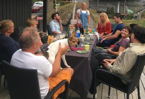 Sommeravslutningen i 2020 på prosjektet «Frivilligheten som døråpner», et språk- og arbeidstreningsprosjekt med elever fra FRIS. Prosjektet er et et av prosjektene Frivilligsentralene i Fredrikstad i 2020 engasjerte seg i – og nettopp Frivilligsentralene er den aktøren som trolig får mest penger når kommunen skal dele ut midler til frivilligheten. Dette prosjektet var  i samarbeid med Norsk Folkehjelp og Månefestivalen.