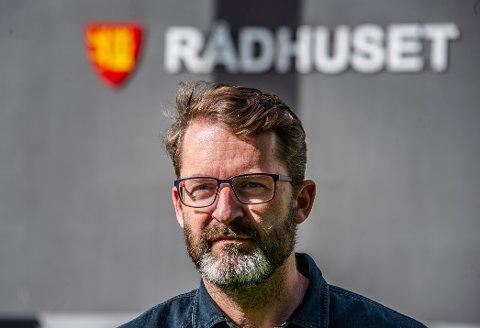 Eivind Andrés Fjellstad, kommunikasjonssjef i Fredrikstad kommune, forklarer at kommunen er i gang med et omfattende arbeid for å gi innbyggerne god informasjon om kvikklere i Fredrikstad.