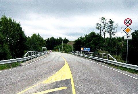Det er her ved kommunegrensen inn til Fredrikstad på Solliveien at det blir begrenset fremkommelighet på grunn av vedlikeholdsarbeider. Viken fylkeskommune melder at man må regne med opp til ti minutters forsinkelse i rushtiden.