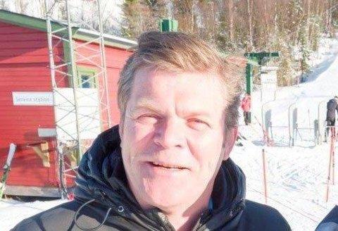 Erik Plener holdt en tale som ble snakkis under idrettskretstinget i Troms.
