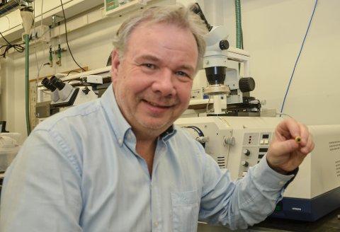 STOLT: Da instituttleder Yngvar Berg kom fra Oslo for å styre Instituttet for mikrosystemer på Bakkenteigen ble  han imponert.