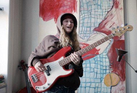 STJERNE: Marie Ulven - girl in red - har for lengst blitt en stor artist verden rundt. Bak henne dukker det også opp mange unge og lovende musikere.