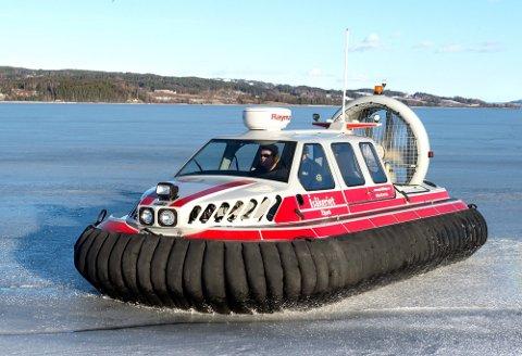 PÅ ISEN: Politikerne i havnestyret innvilget tilskudd til en ny båt til Redningsselskapet for bruk på isen.
