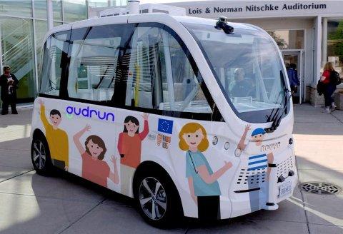 En slik buss, fra produsenten Navya, skal i sommer gå i rute mellom torget og Raudvigveien. Produsenten frykter at bakkene opp Torvmyrveien skal føre til overoppheting av motoren.
