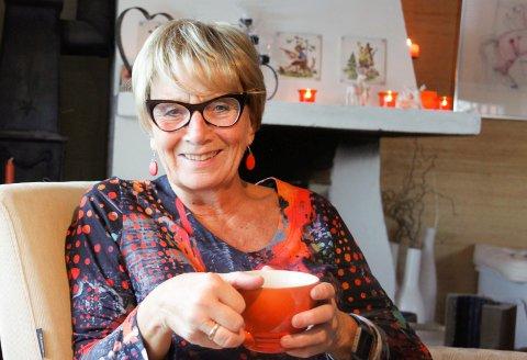 HJEMME: Grethe G Fossum finner hyggen hjemme på Namnå, men tar ingen hvileskjær. Nok en gang går hun på barrikadene for flyktningene innad i Ap. - Det går ikke uten at vi deler, sier hun