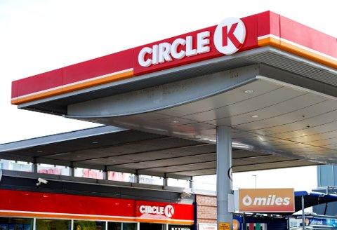 DYRERE: Det er blitt mye dyrere å fylle bensin. Foto: Gorm Kallestad (NTB scanpix)