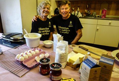 KJØKKENET: Anne Grethe Risberg Vigeland har ektemannen Pål Vigeland som kjøkkenhjelp på kafeen i Risberget.