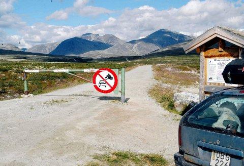 Forbudt. I nasjonalparkene, som her i Rondane, gjelder egne regler for elsykling.