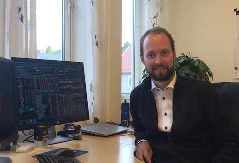 HAR ROET SEG: Investeringsrådgiver hos Sparebank 1 Ringerike Hadeland, Ole Bjørn Sveum, hadde større trykk fra kunder som ville opprette aksjesparekonto i fjor enn i år.