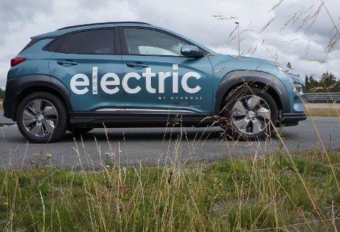 GRØNN FOLKEBIL: Kona electric er passe stor for de flestes bilbehov og egner seg ypperlig på smale Hadelandsveger.