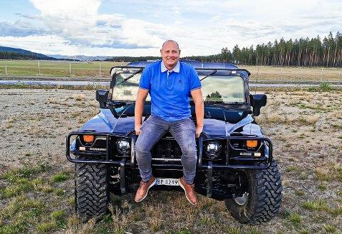 SOLIDE SAKER: Hummer var i utgangspunktet et militært kjøretøy som ble levert til det amerikanske forsvaret. Jens Petter Eriksen sin H1-modell er et sjeldent syn i den norske bilparken.
