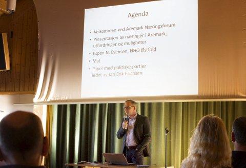 Muligheter i aremark: Håkon Tolsby sto for inngangsordene ved folkemøtet om Aremarks framtid på Furulund onsdag kveld. foto: Kristine aas