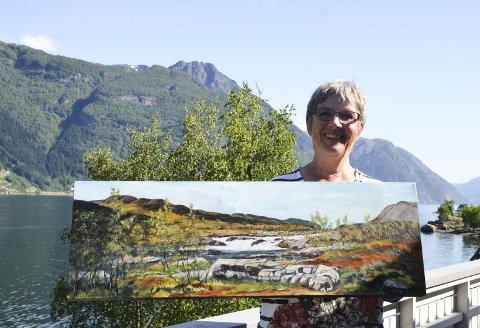 Naturen! Anne Karin Lothe let seg inspirera av naturen, spesielt på Hardangervidda. Sikkert nokon som kjenner seg att i dette motivet. Lothe er klar for marknadssommaren, og tek både dette og mange andre måleri med. Kan hende får dei nye eigarar.