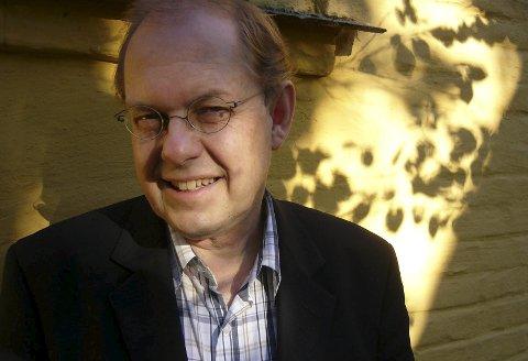 Gunnstein Akselberg:  Professor emeritus i nordisk språkvitskap  ser språkhistorisk på nemninga Ullensvang, og har framlegg til kva innbyggjarane i Ullensvang bør kallast.Foto: Runo Isaksen, UiB/NPK
