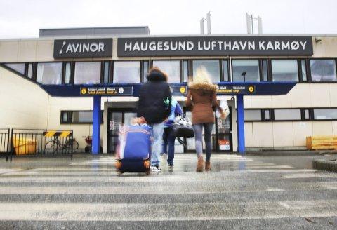 Flere flyr innenriks fra Helganes. Arkivfoto:  Grethe Nygaard