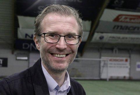 UT I HAVGAPET: Direktør Stein Inge Morisbak i Haugaland Kraft skal buke Utsira til å teste ut framtidens kraftløsninger.