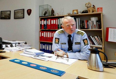 BEKYMRET: Politistasjonssjef Edgar Mannes ved  Haugesund politistasjon er urolig for 14 gjengangere for alvorlig eller hyppig voldskriminalitet.