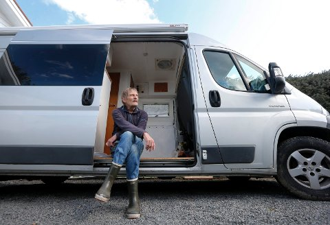 GLAD I Å KJØRE: – Den store friheten du har med å kjøre bobil, det er noe av det som jeg liker best med denne måten å reise på, forteller Kåre Vikingstad.