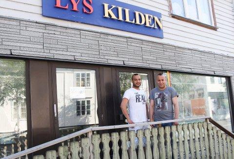 F.v Kamal Al-Ahmad og Hassan Al-Ahmad åpner ny dagligvarebutikk i Mosjøen. Foto: Vegard Olsen