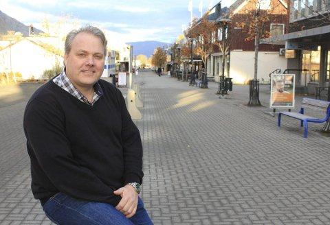 FLYPLASSDEBATT: Bjørn Larsen (FrP) svarer på innleggene til Hanne Nora Nilssen (V) og Åshild Pettersen (SV).